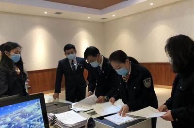 """鹤城公证处以19份""""特殊""""的公证书告慰抗疫英模王春天"""